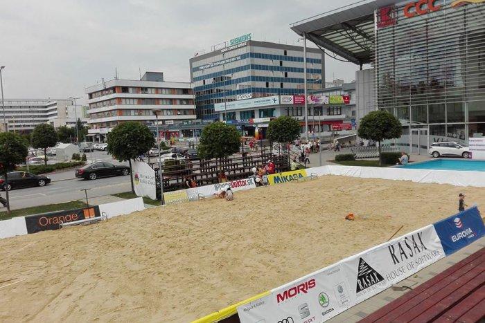 Ilustračný obrázok k článku Sto ton piesku na Terase  Pred OC Galéria opäť  vznikne unikátna. Zdroj  MČ Košice Západ c6af24349b3