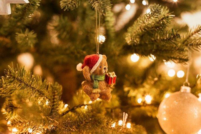45dcc85f99ea Ilustračný obrázok k článku Od papierových ozdôb k perníkom a trblietkam   Prečo zdobíme na Vianoce